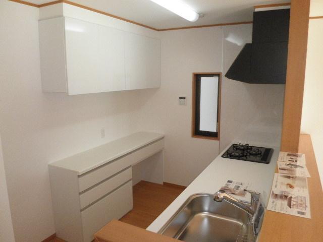 キッチンカウンター+収納棚が装備です!