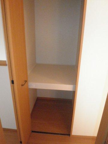 2Fホールに便利な収納スペースが備わっています!
