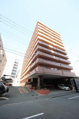 博多駅筑紫口から徒歩9分。博多駅方面への通勤に便利なのはもちろん、東比恵駅も徒歩5分なので、天神も快適アクセス!