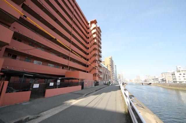 博多駅エリアですが、にぎやかなエリアからは少し離れていて静かな環境です