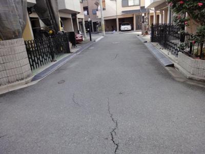 【前面道路含む現地写真】中古戸建 大東市御領4丁目(平成9年築)