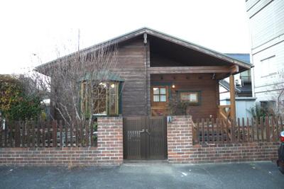 【外観】津山市田町 ログハウス1Kの借家(オール電化)