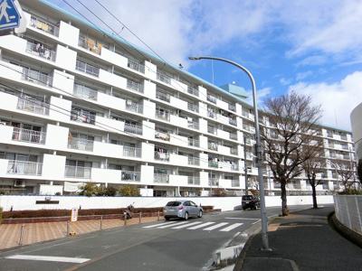 【現地写真】 総戸数229戸の 大型マンションです♪