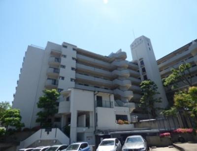 【現地写真】 鉄筋コンクリート造の63戸の大型マンション♪