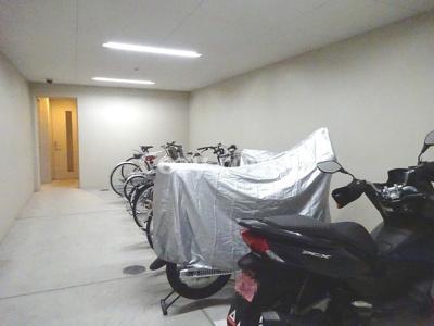 バイクや自転車置き場です