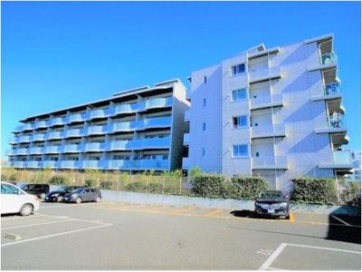 お部屋は5階建ての建物の4階部分に位置しています。南西角部屋につき、陽当たり・通風・眺望が良好です!
