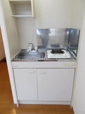 シエスタ新宿のコンパクトなキッチンで掃除もラクラク