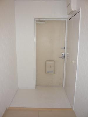玄関ホール床フロアタイルに張替ました。電気ブレーカーも交換済です。