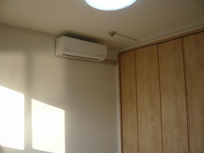 洋室4.5帖にもエアコン新設しました。