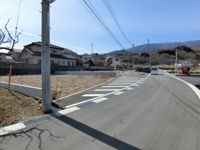 【前面道路含む現地写真】山寺2区画分譲地 区画2