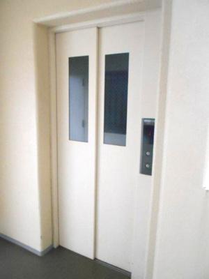 エレベーター(1基)です