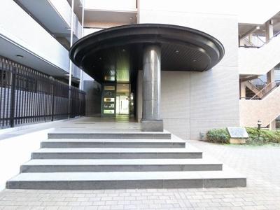東急東横線「綱島」駅徒歩13分。