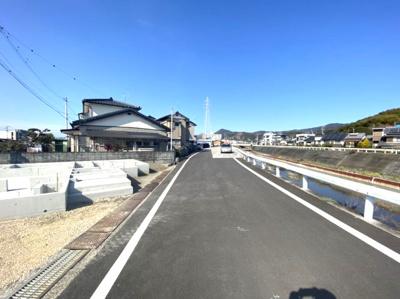 【前面道路含む現地写真】高知市中久万新築住宅