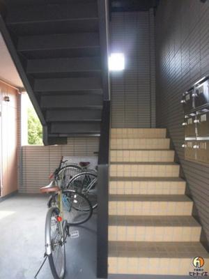 上階へ続く階段です