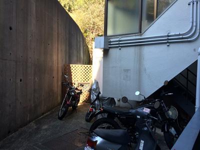 駐輪場も完備です。