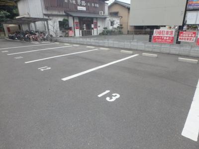 ウィステリア 駐車場