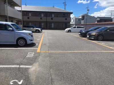 駐車場があるので、車を買う予定の方も安心です 【COCO SMILE】
