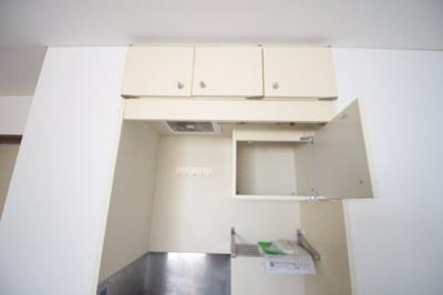 キッチン上部にも収納があります