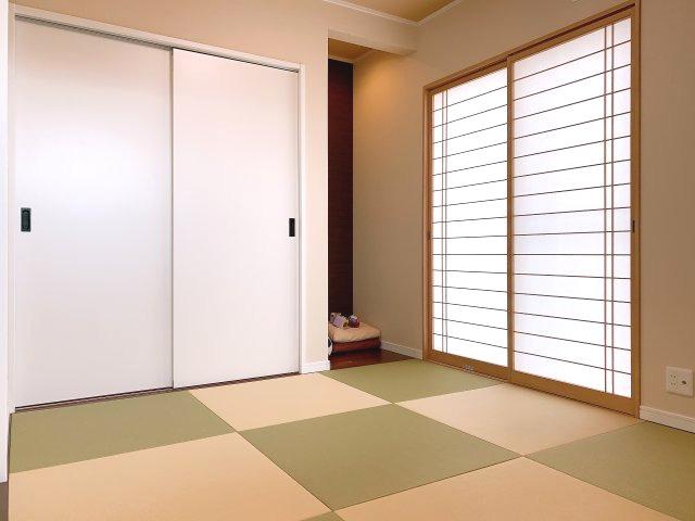リビングからフラットに繋がる和室は開放すれば広々空間に(^^)v