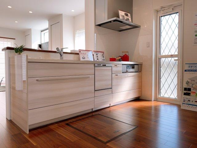 食洗機つきで家事の負担も軽減されますよ♪