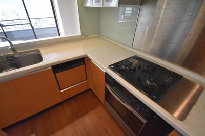 食洗機 オーブンと充実した機能があるキッチンです