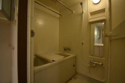 追い炊き機能がついた余裕の広さがあるお風呂です。