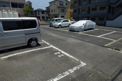 【駐車場】ホワイトピア中西