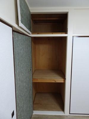 根岸マンション 洋室4.5帖にある収納スペース