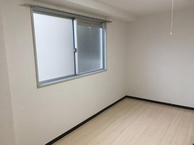 クレールスガハラA棟 302号室