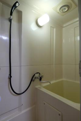 バストイレ別シャワー付きです