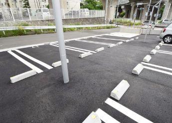 【駐車場】アンソレイエ