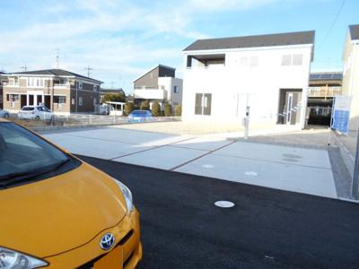 外観です。バス便あり・駐車場3台並列・南向き・4SLDKとインナーバルコニー・鴻茎小・騎西中・国道122号・
