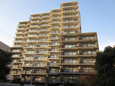 御堂筋線中津駅徒歩4分。通勤便利な立地のマンションです。