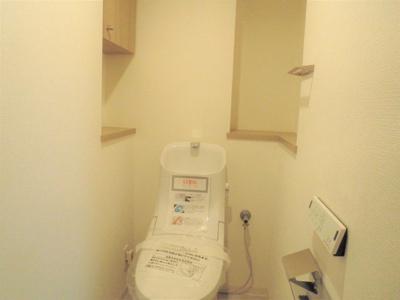 温水洗浄便座付きトイレ 新調済です。