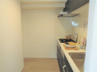 ゆとりのあるキッチンスペース うれしい食洗機付きです。