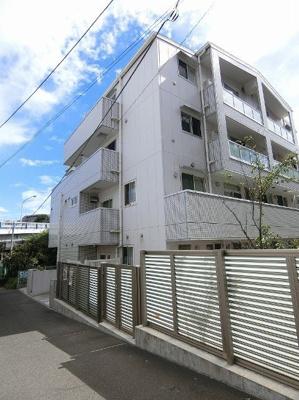 小田急線「生田」駅より徒3分!便利な立地のエレベーター付き4階建てマンションです♪通勤通学はもちろん、お買い物やお出かけにもGood☆