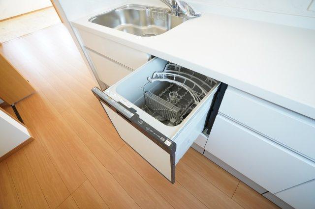 ビルトイン食器洗乾燥機がついているので、家事の時短になり忙しい時も助かりますね