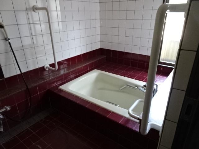 床暖房入りのお風呂です。冬でもゆっくりくつろげます。