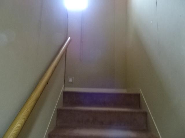 1.1m幅の幅広階段です。