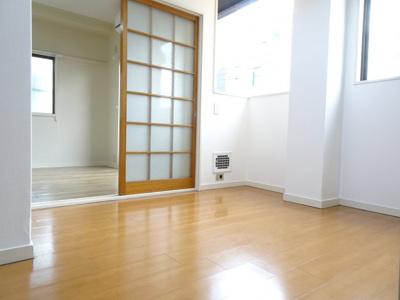 根岸マンション K4.5帖(廊下側から)