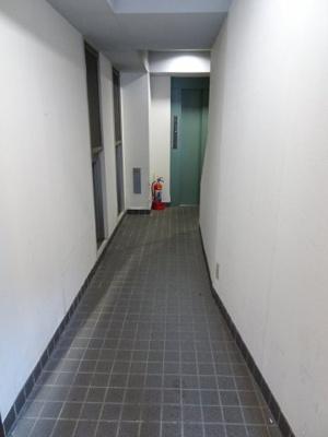 田村ビル 1F共用廊下