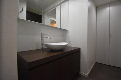 【独立洗面台】閑静な住宅街に佇む低層高級マンションです