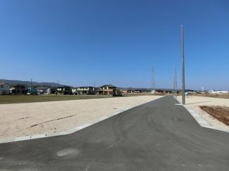 周辺に建物も少なく日当たり、通風も確保しやすく開放的な分譲地となっています。