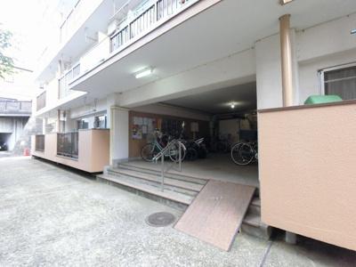 京急本線「弘明寺」駅徒歩5分、横浜市営地下鉄ブルーライン「弘明寺」駅徒歩9分。 忙しい朝が助かる立地、暮らしにゆとりが生まれます。