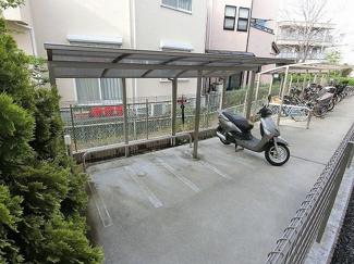 敷地内に屋根付きバイク置き場を完備しています!バイク駐輪OKです!バイクをお持ちの方にオススメです♪