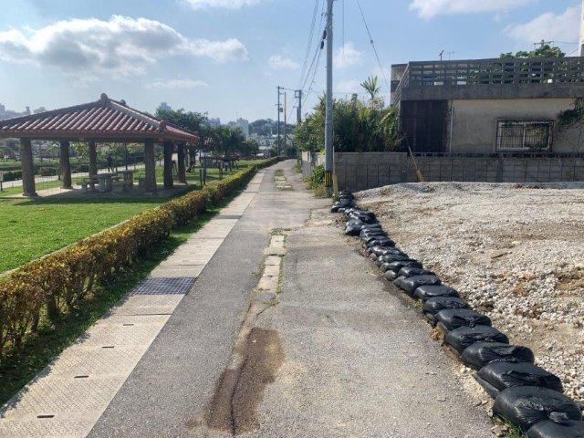 【前面道路含む現地写真】沖縄市城前町土地