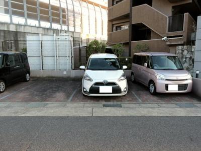 敷地内駐車場継承可能です♪