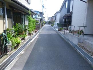 【前面道路含む現地写真】近江八幡市西本郷町 中古戸建