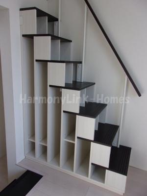 ハーモニーテラス松島の収納階段