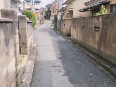 【前面道路含む現地写真】深草大亀谷六躰町 中古一戸建住宅
